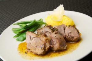 Bild zu Kochrezept Lammschulter mit Safran Kartoffelpüree und Zuckerschoten