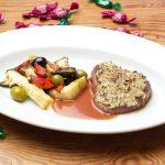 Steak überbacken, Rezept Bild Filetsteak angerichtet mit Gemüse und Sauce.