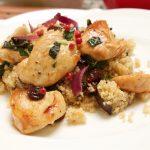 Hähnchen mit Salbei gebraten auf Auberginen Couscous Rezept Bild. KOchrezept von Thomas Sixt