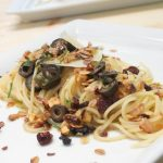 Spaghetti mit Kapern und Oliven dazu Müslibrösel Rezept Bild (c) Thomas Sixt