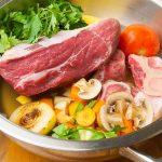 rinderbrühe selber machen, suppenansatz mit Rindfleisch und Gemüse