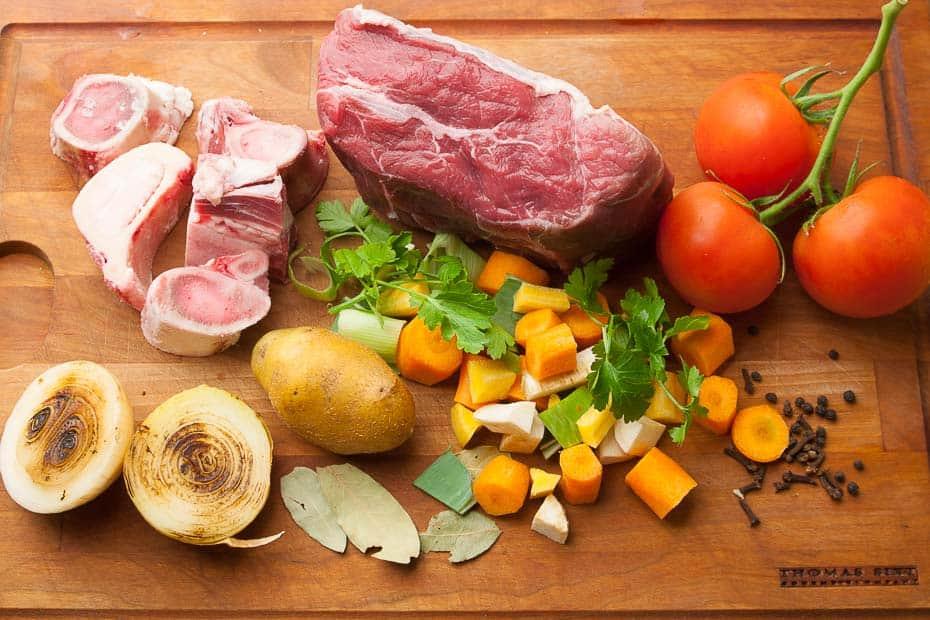 Zutaten für Rinderbrühe und Rindersuppe