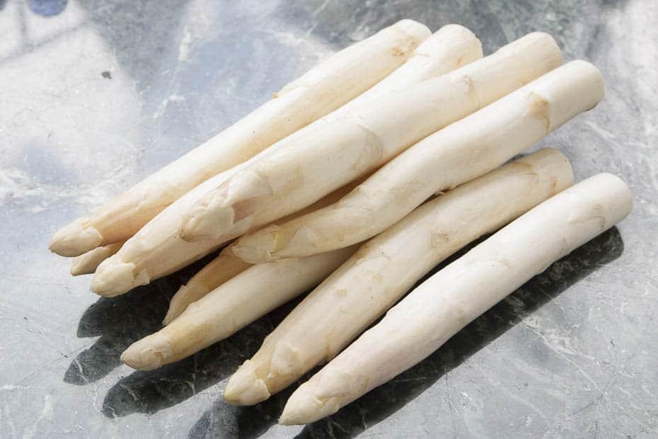 The Bernaise sauce is a suitable sauce for asparagus.