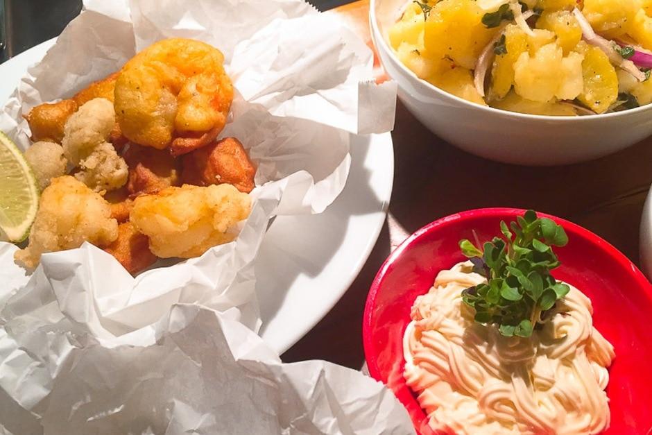 Rezept Oktopus, Calamari fritti auf meine Art, im Backteig frittiert mit Olivenöl Kartoffelsalat