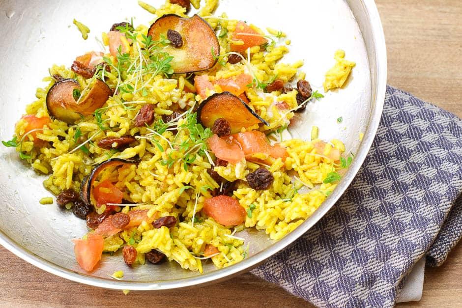 Curryreis mit Gemüse, so ein farbenfrohen veganes Gericht macht einfach Spass und schmeckt!