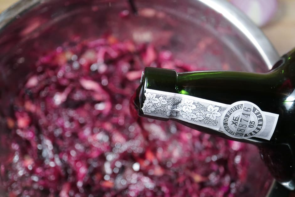 Port wine in red cabbage