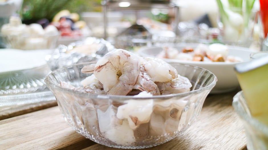 Prawns prepared for fondue.