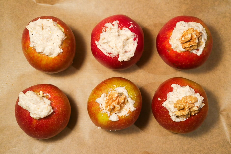 Fill the apples with the filling!