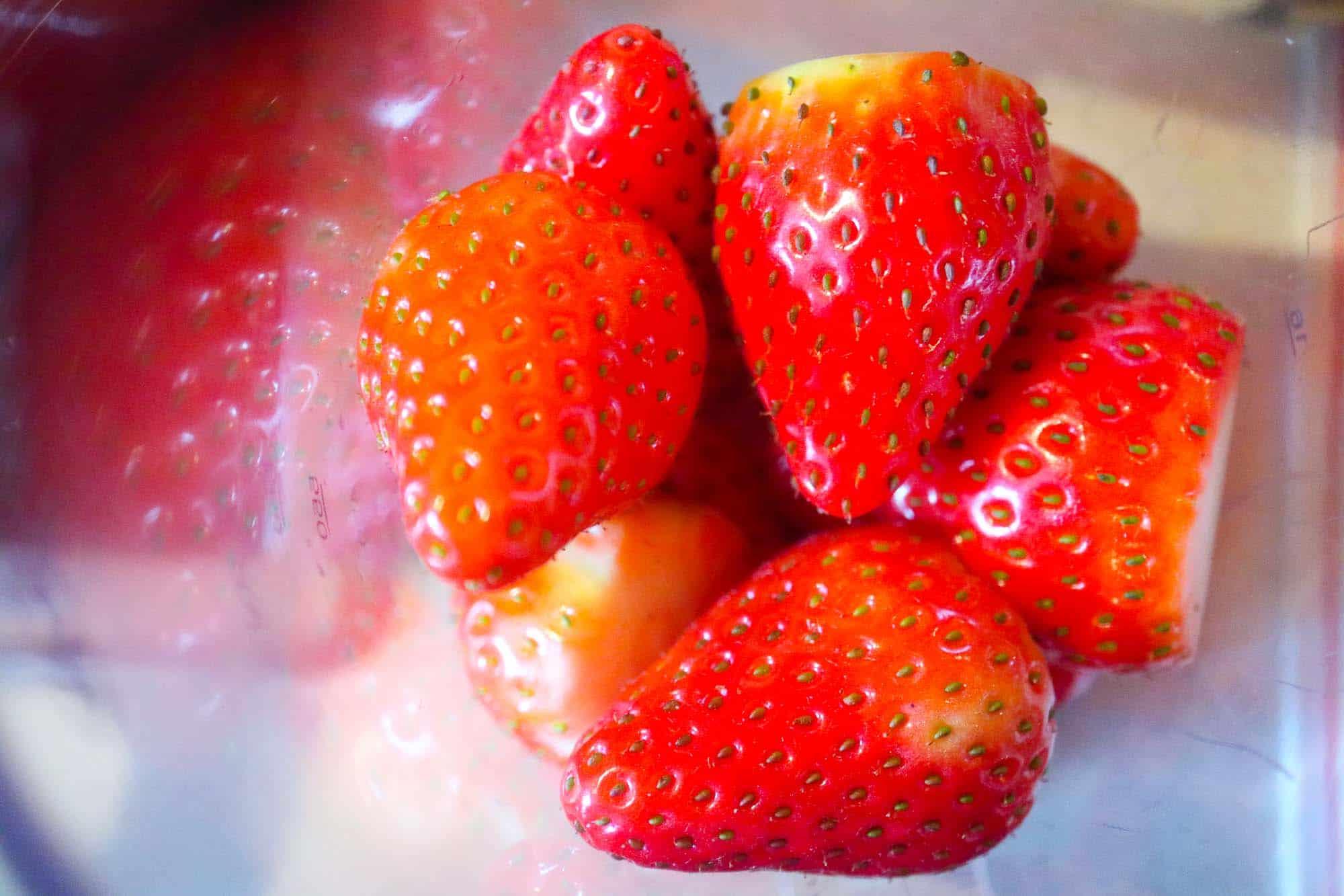 Erdbeeren im Mixbecher