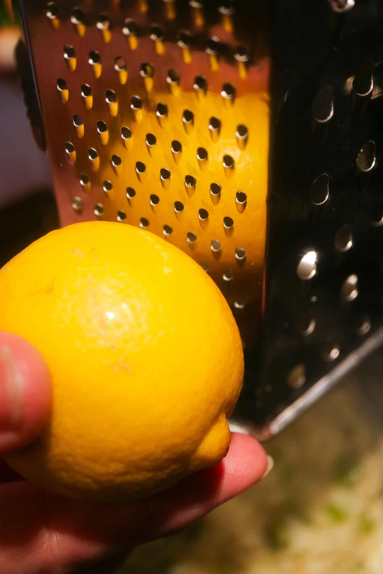 Zitrone Reiben Detail Bild