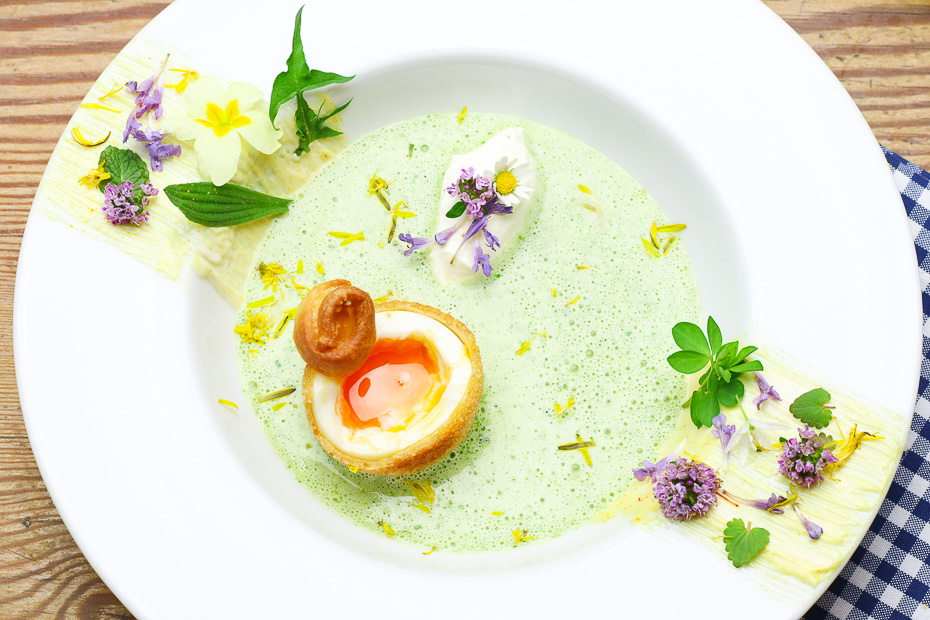 Recipes development, foodstyling and food photography from a hand offers cook professional Thomas Sixt. Recipe picture Maundy Thursday soup