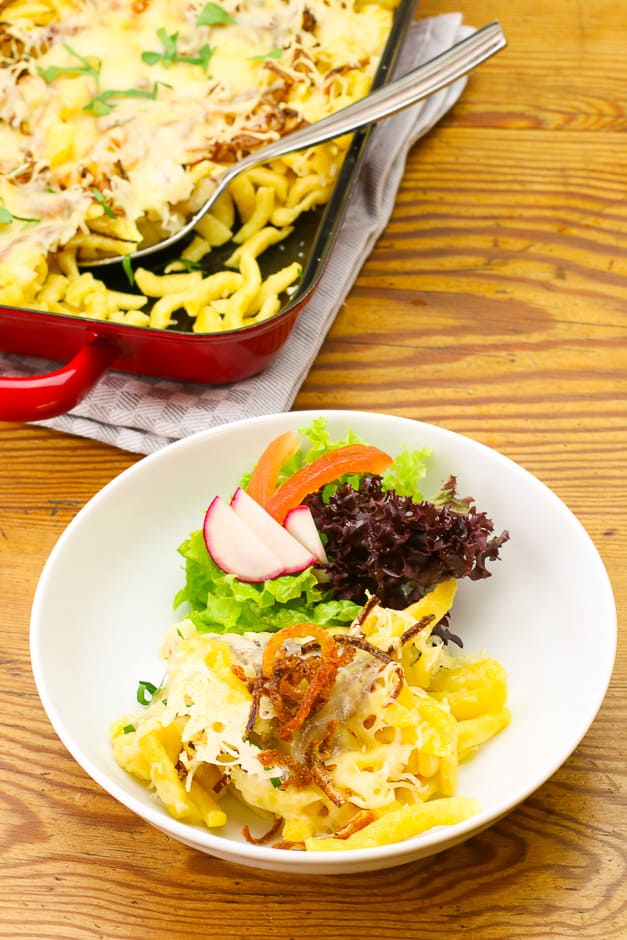 Cheese noodles served with salad.