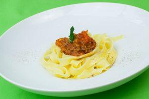 Spaghetti Bolognese, Eiernudeln Tagliatelle sind die bessere Pasta zum Ragout