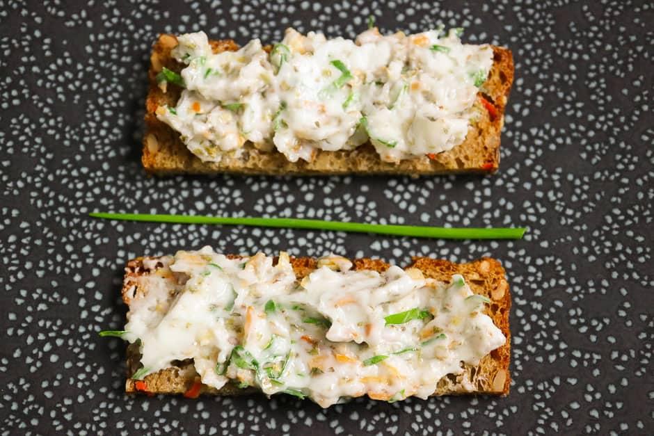 Veganes Schmalz, Zwiebelschmelz und vegetarisches Schmalz lecker, einfach und schnell zubereiten.