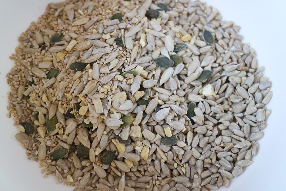 Sonnenblumenkerne, Kürbiskerne und Sesam für die Lpow Carb Brotmischung.