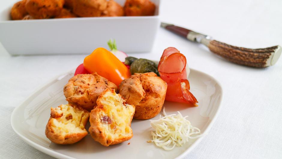 Muffins mit Speck und Zwiebeln