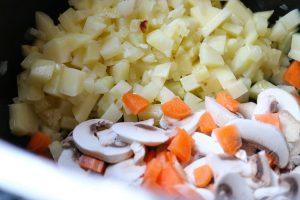 Gemüse für die Fisch-Bärlauchsuppe