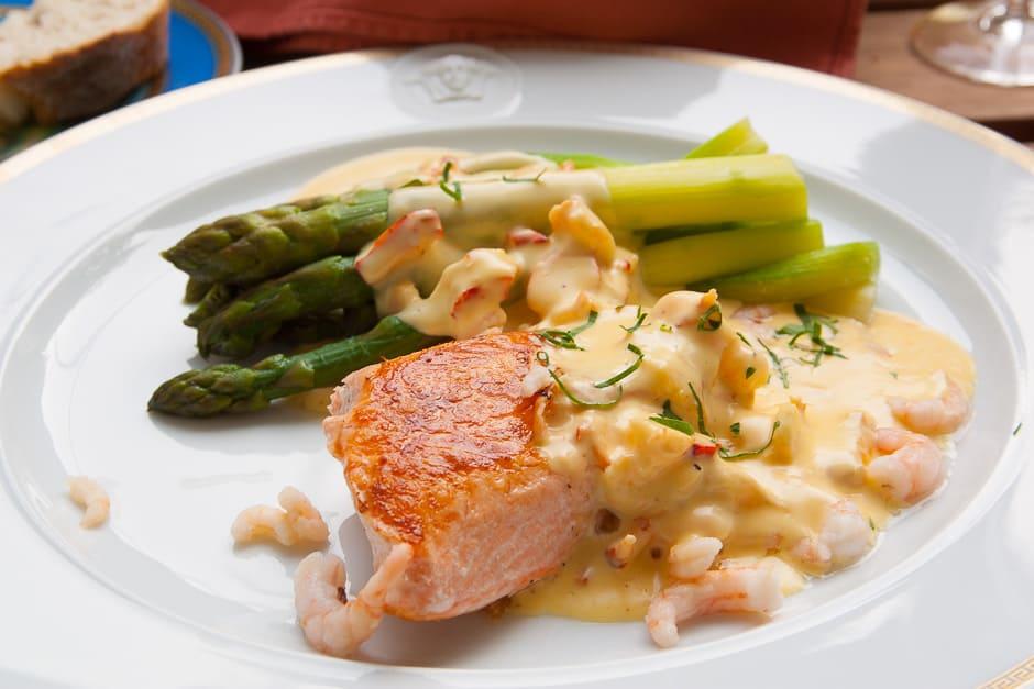 Salmon, asparagus, hollandaise with prawns