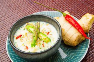 Rezeptbild für Spargelsuppe mit Kokosmilch.