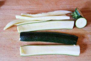 Zucchini vorbereiten.