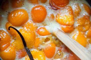 Aprikosenmarmelade köcheln