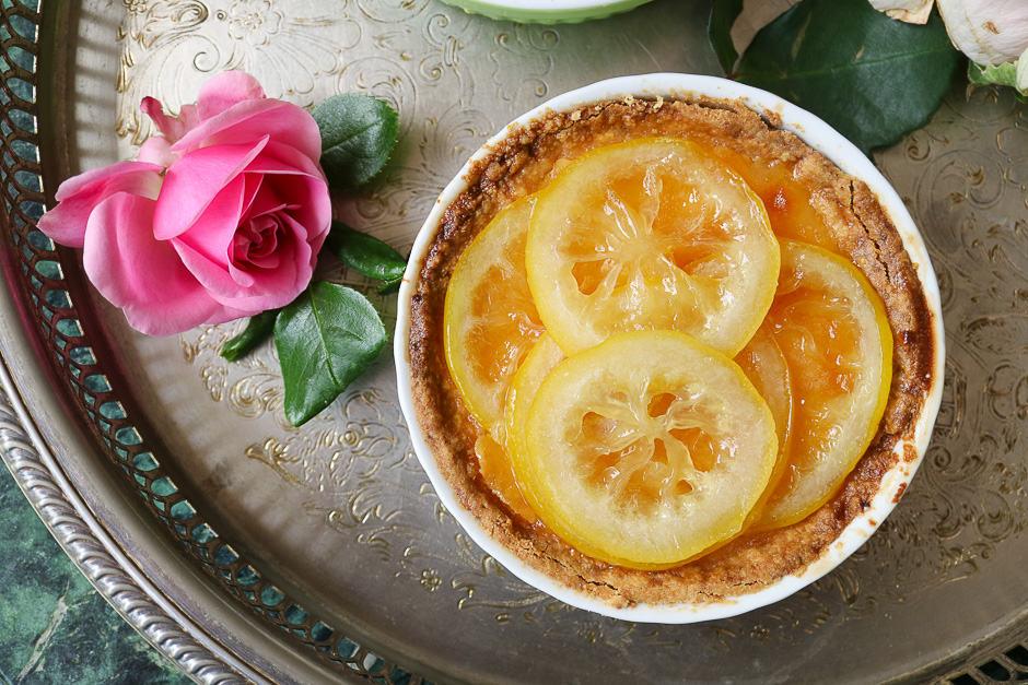 Tarte au citron with whole lemon slices