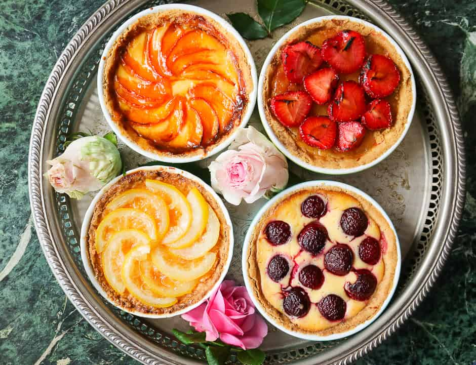 Small cakes with fruit