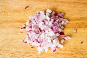 Zwiebelwürfel geschnitten