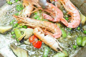 Meeresfrüchte und Fisch anbraten