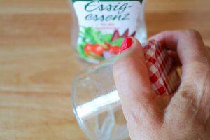 Gläser mit Essig ausspülen