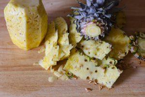 Ananas schälen