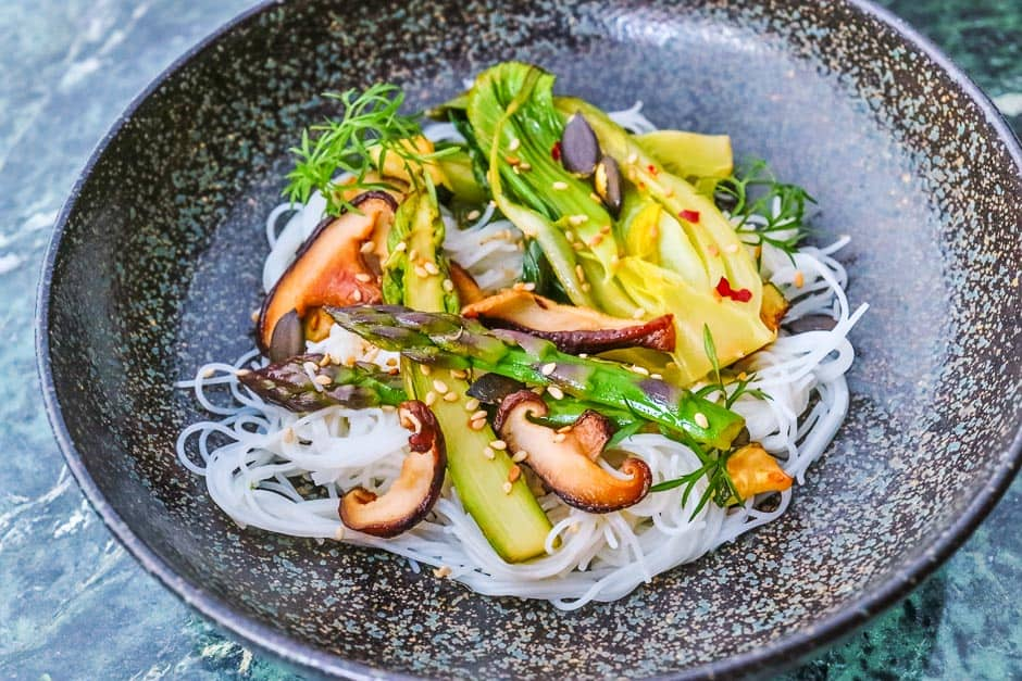 Rice noodles with vegetables