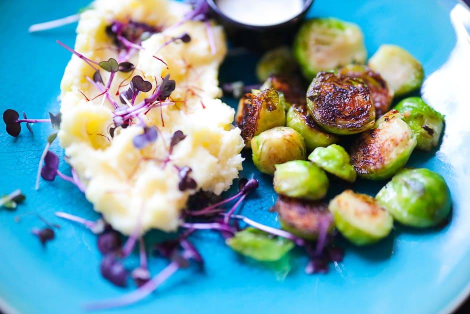Kohlsprossen gebraten mit Kartoffelpüree