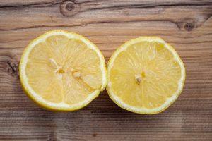 Zitrone frisch aufgeschnitten nahaufnahme