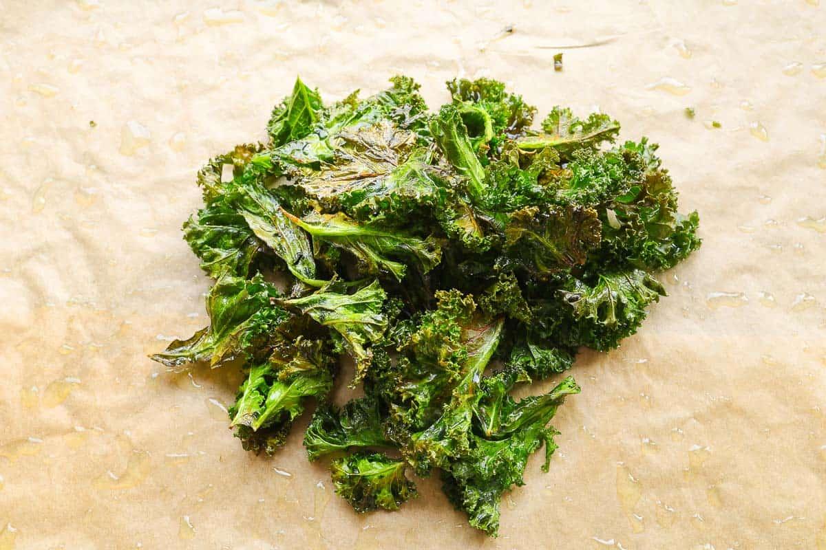 Grünkohl Chips auf dem Backblech